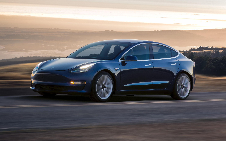 Tesla chiude il trimestre con una grossa perdita. Precipita il titolo