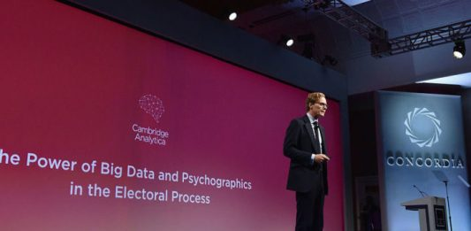 cambridge analytica chiude
